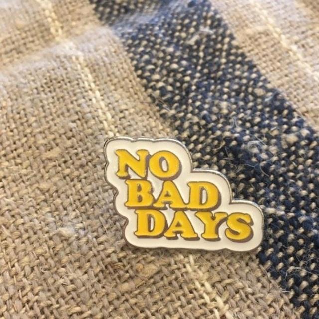 TOPANGA Accessory ワードブローチ NO BAD DAYS
