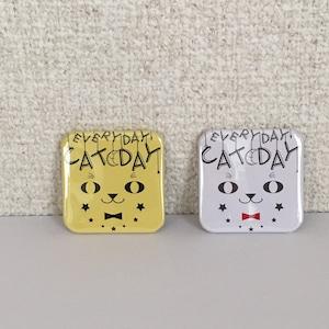 EVERYDAY CAT DAY スクエア缶バッジ(中)