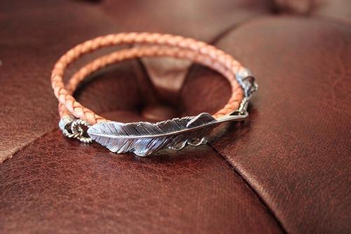 Designers Jewelry buff 千年フェザー(L1)レザー2重巻きブレスレット【アンティークナチュラル】