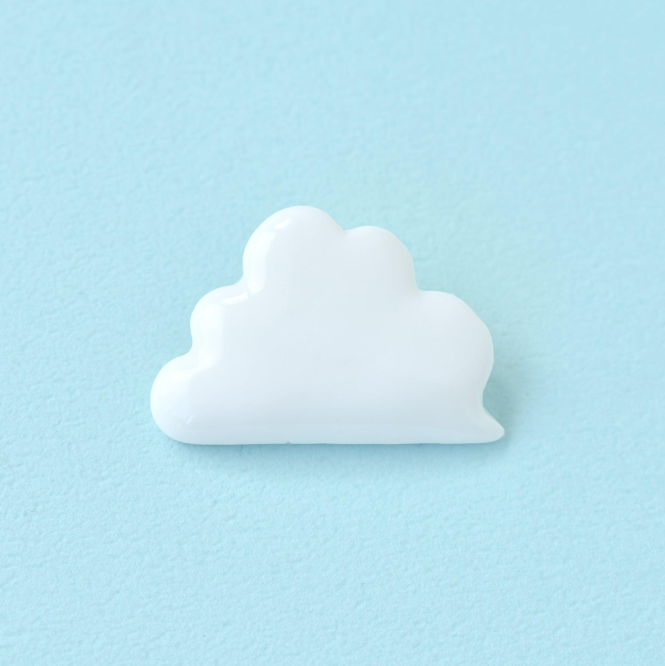 白磁の雲ブローチ
