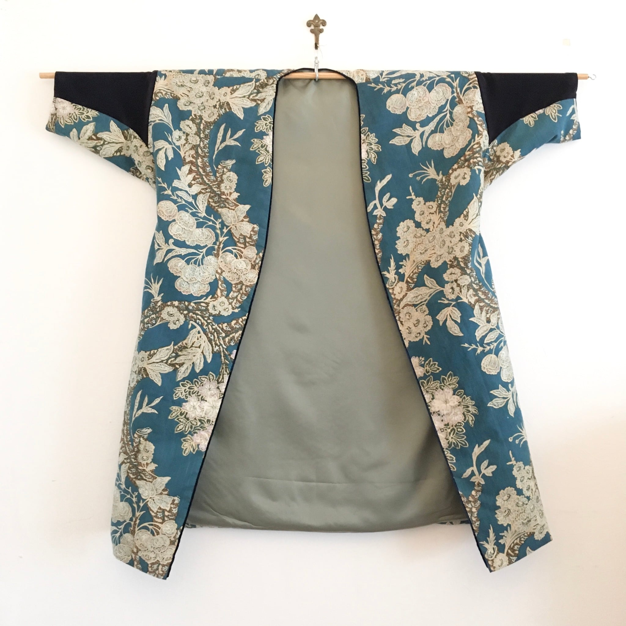アンティーク更紗のガウンコート (桜)