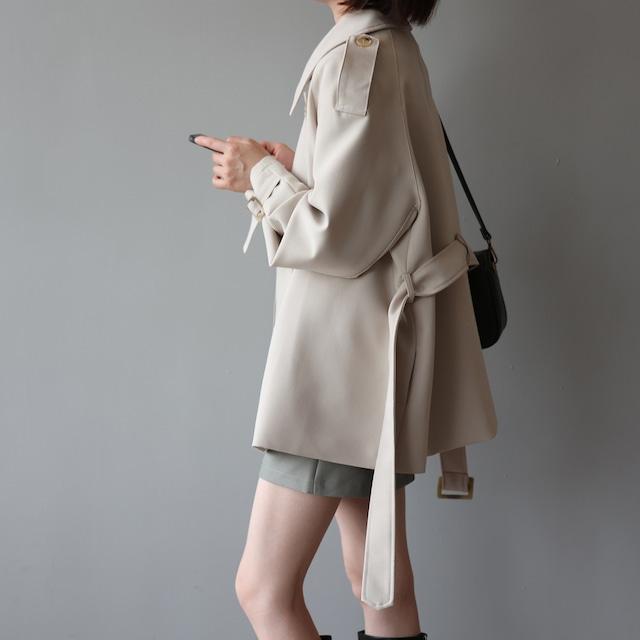 ショート丈が可愛い通勤にも便利な秋コート
