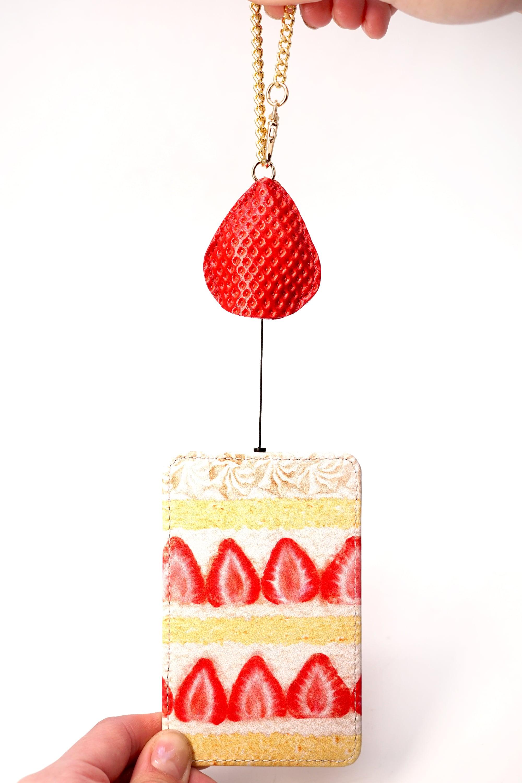 飛び出す苺のショートケーキなパスケース(リール付き定期入れ)/牛革製