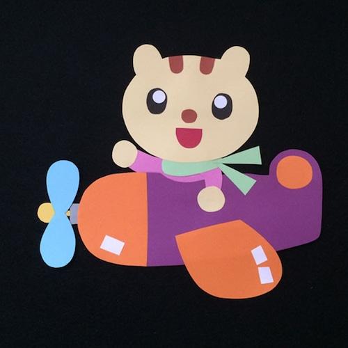 飛行機に乗ったリスの壁面装飾