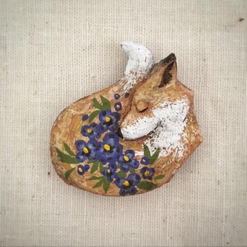 受注制作 ブローチ 春の匂い スミレ    Pin resin brooch   Smell the spring violet