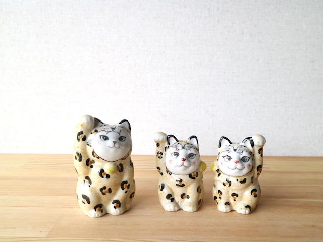豹の着ぐるみ招き猫(姉)左側