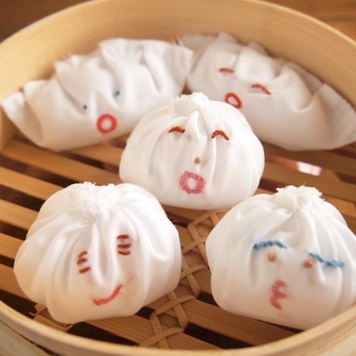 【emiumigumi】元祖 餃子くんと小籠包ちゃん ブローチ