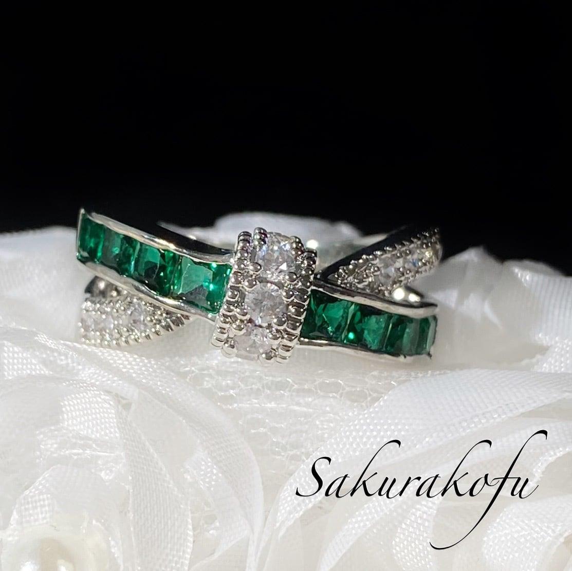 【人気デザイン】 D067B Cross Ribbon Emerald Ring