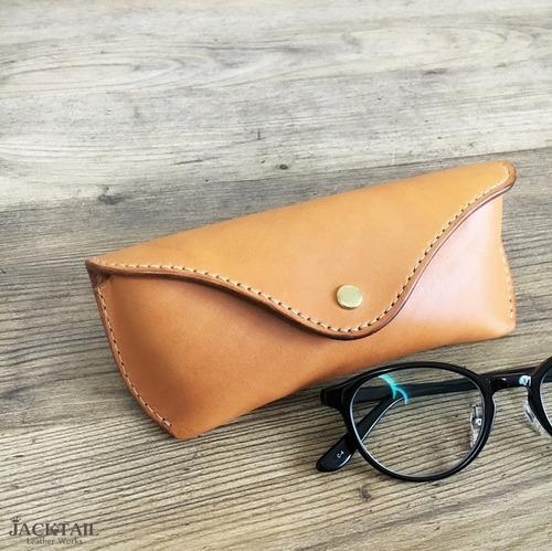 眼鏡ケース Mサイズ/オイルレザー(キャメル)