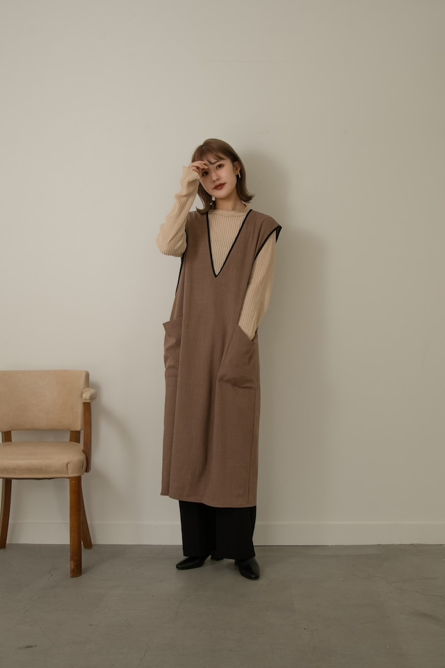 contrast piping gilet
