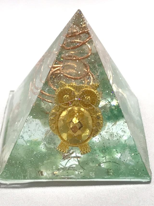 ピラミッド型オルゴナイト【グリーンアベンチュリン&天然水晶】