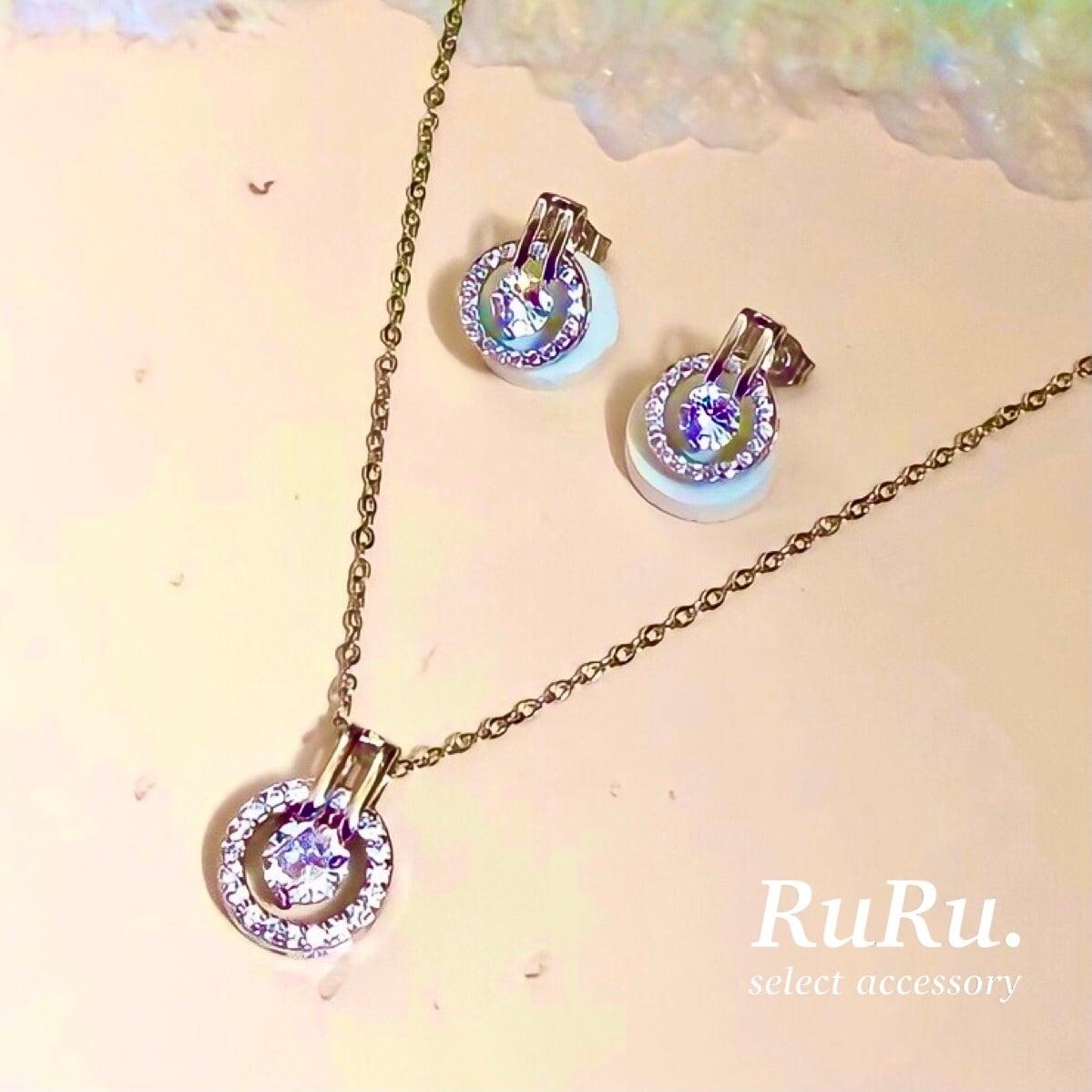 loop necklace / pierce