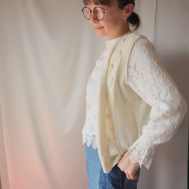 Autumn clothing 2: buttoned vest