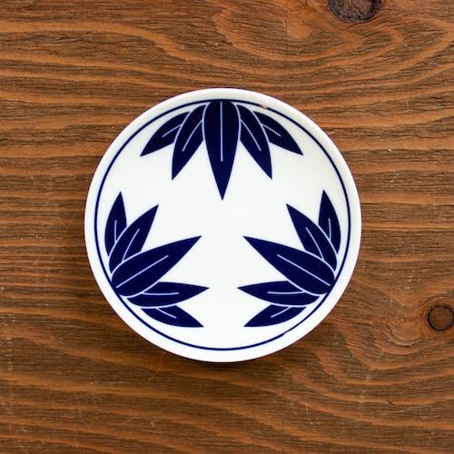 染付竹縁起紋小皿