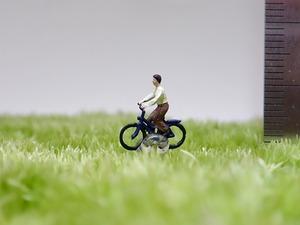 サイクリング1人《苔テラリウム・コケリウム用ミニチュアフィギュア》