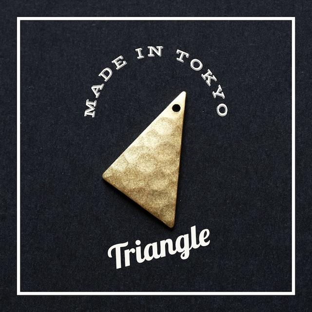 【2個】チャーム 三角形 【厚さ1.0ミリ】槌目模様(日本製、真鍮、無垢)
