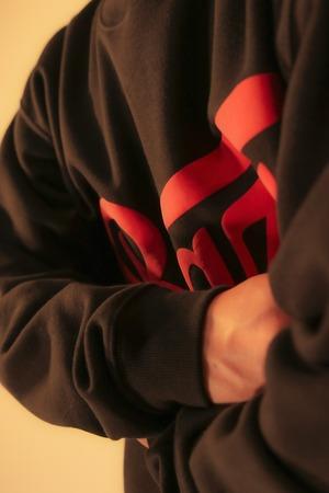 3D LOGO CREW NECK SWEATSHIRT [BLACK/RED]