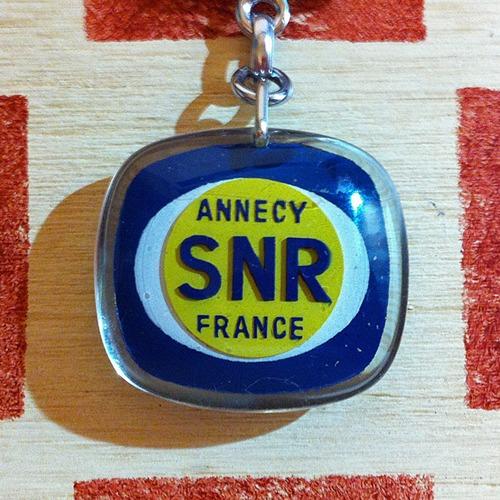 フランス ベアリング製造会社SNR広告ノベルティ ブルボンキーホルダー
