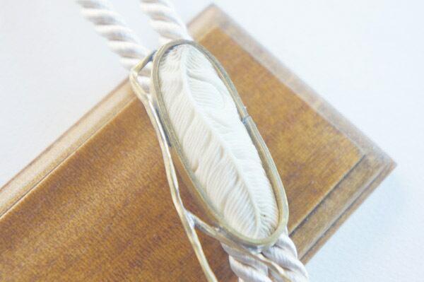 鹿角彫刻のループタイ(羽根B)