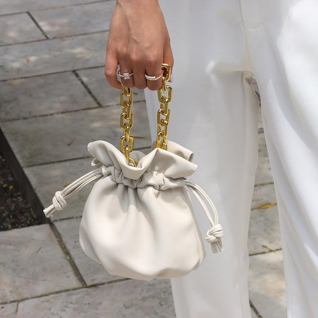 高品質エコレザーゴールドチェーン巾着バッグ 2色展開
