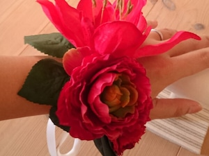 赤いのお花のリストブーケ(リストレット)2 / 腕飾り