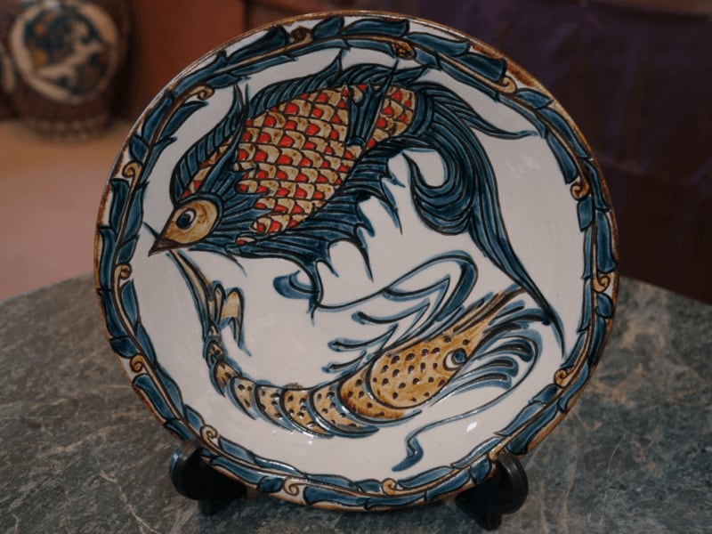 繁栄と長寿の象徴 魚紋&海老紋の尺皿(約30cm)【金城陶器秀陶房】