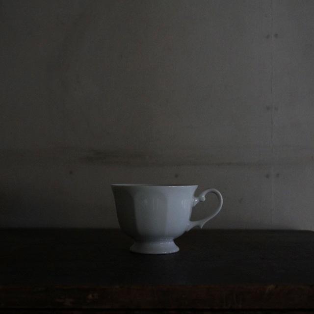 古い国産の白磁カップ