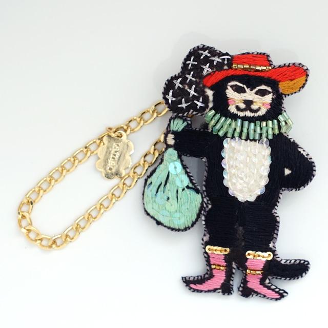 刺繍チャームブローチ 猫の宇宙飛行士