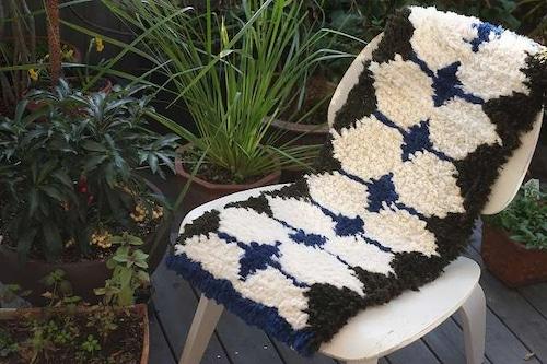 佐藤隘子さんのノッティング ー手織りの椅子敷きー  63.