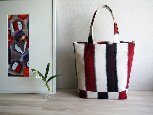 赤白黒のスタイリッシュボーダー 軽いジャストサイズのトートバッグ -お召の着物(古布)から