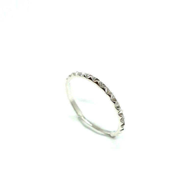 tri-stud narrow ring