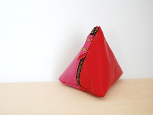使い方は色々の三角レザーポーチ(レッド/ピンク)