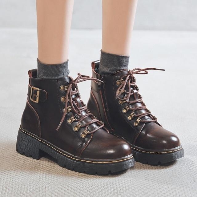 【シューズ】おしゃれ度高まる切り替え 合わせやすい ファッション カジュアル系 シンプル ミドルヒール ブーツ53362947