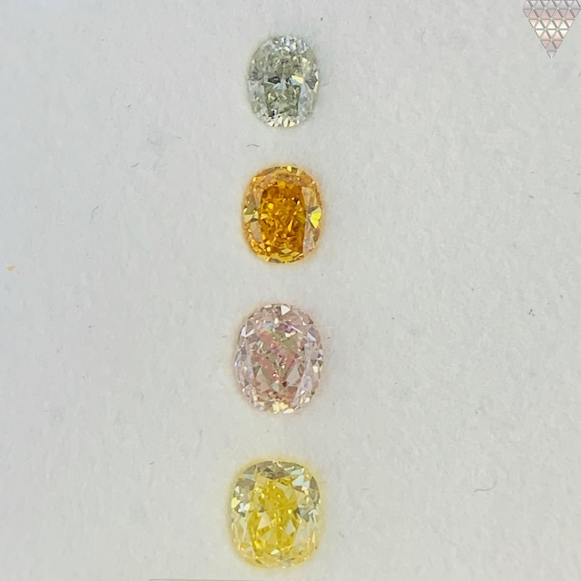 合計  0.72 ct 天然 カラー ダイヤモンド 4 ピース GIA  2 点 付 マルチスタイル / カラー FANCY DIAMOND 【DEF GIA MULTI】