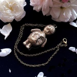 赤ちゃんのガラガラのペンダント