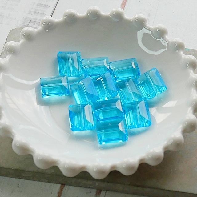 【475p-c1】4pcs  スクエアカット 美ガラスビーズ L.ブルー 12×9.5mm