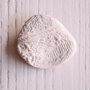 島るり子 陶器のブローチ(D)
