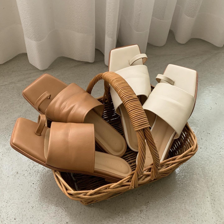 square double tong sandal