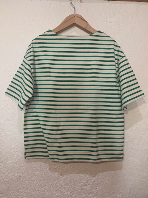 Chloro sister/toujours/ボーダーボートネックTシャツ ナチュラルxグリーン