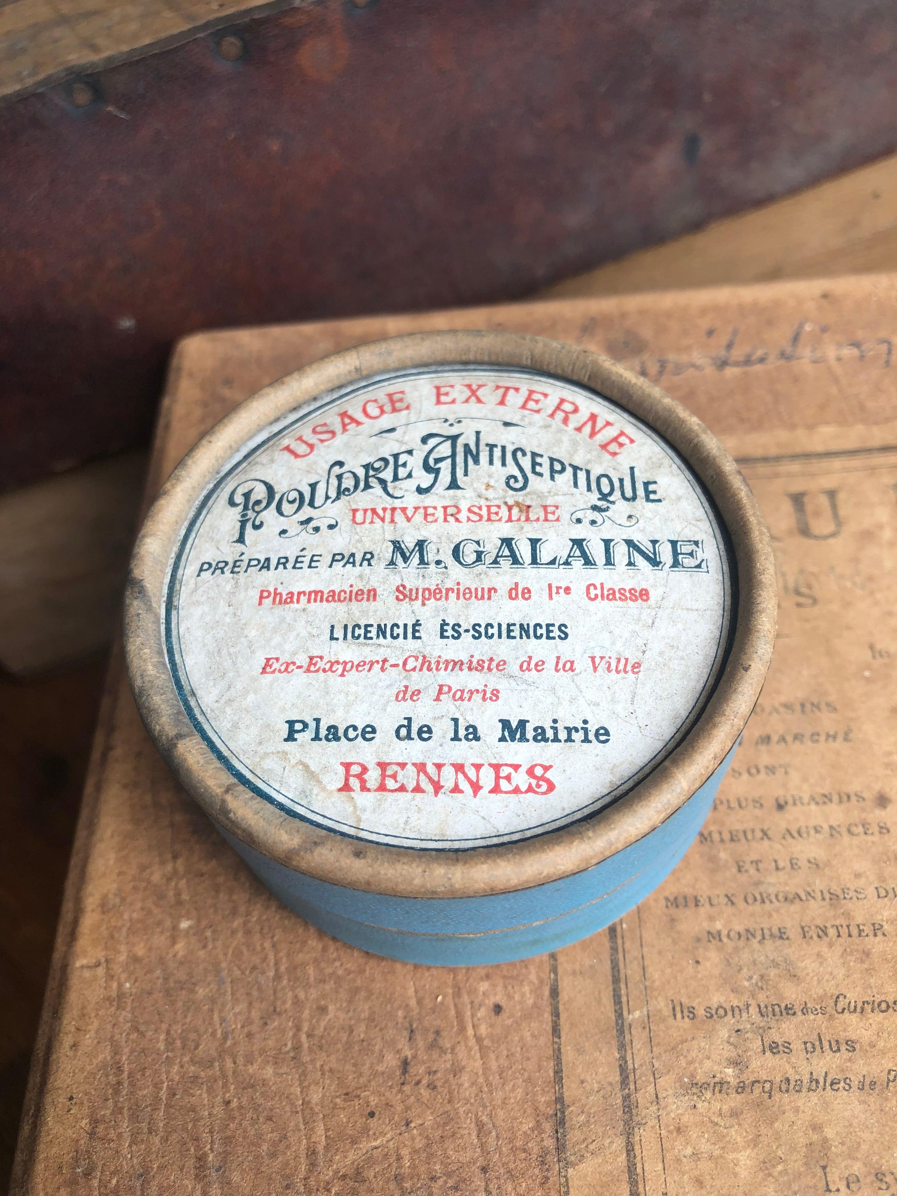 Poudre Antiseptique 水色の小さな丸い薬箱 紙箱