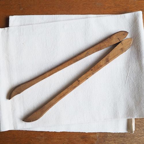 木製のトング B