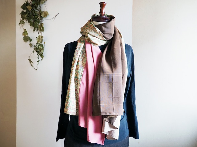 優しい更紗模様とマルチカラーのストール - 小紋の着物と八掛から