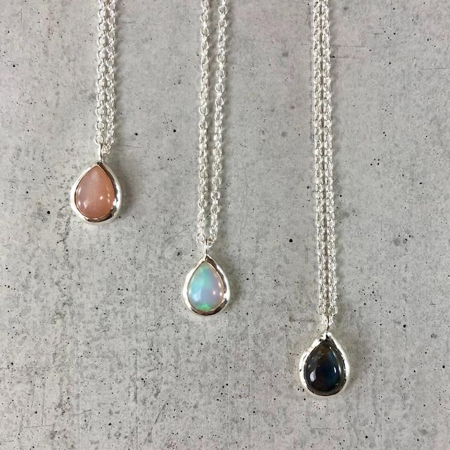 【LN-13SV】Pair shape natural stone pendant A/ピーチムーンストーン B/オパール C/スペクトロライト