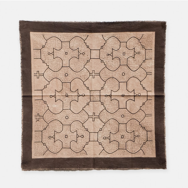 S006 色抜けあり SHIPIBO TEXTILES シピボ族の泥染めの布 グレー途中描き 500×500mm
