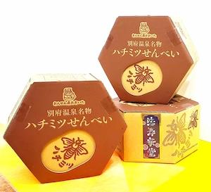 ★六角箱入り★ハチミツ手焼きせんべい(Honey Senbei Hexagon box )