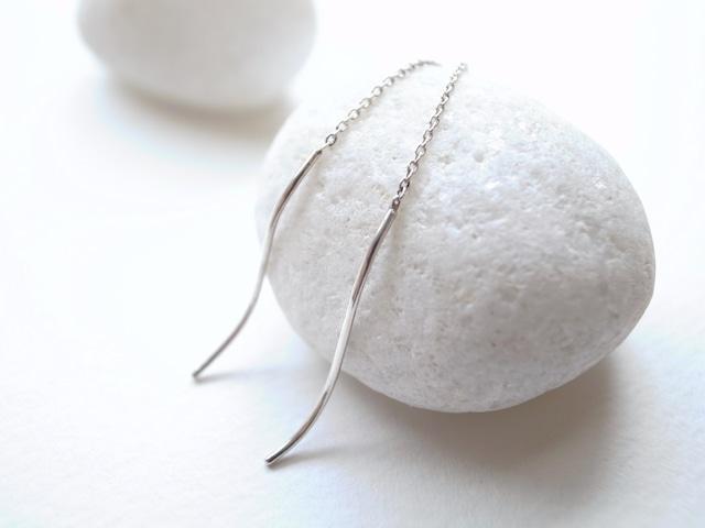 Pt900/yarn pierced earrings