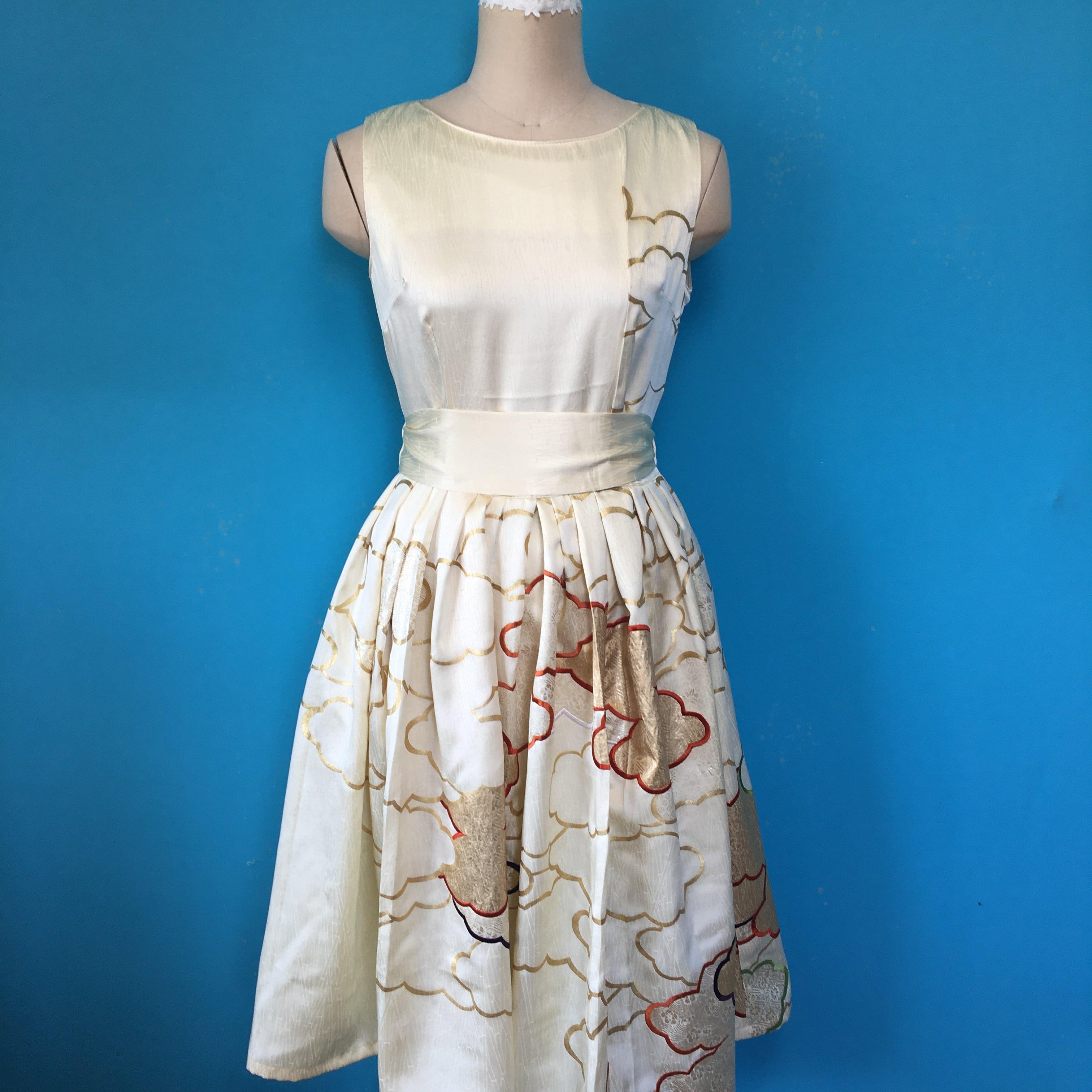 Vintage 刺繍着物のレトロワンピース