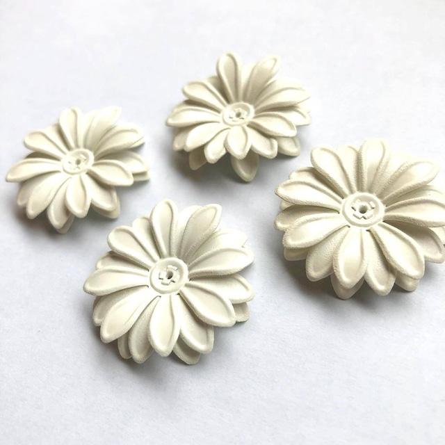 マーガレット風白いお花のカボション