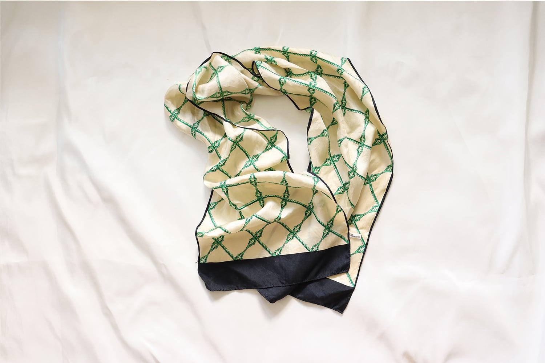 【日本】長方形のスカーフ /グリーンのチェーン