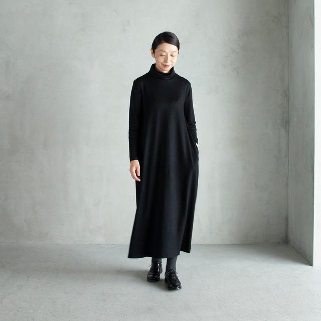 【新作】Mサイズ・ブラック「HAND ROOM WOMEN'S」ウールジャージーのタートルネックワンピース